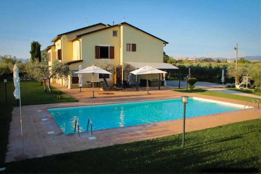 Case per ferie per gruppi casa vacanze case in autogestione o gestite campo estivo casa - Hotel con piscina umbria ...